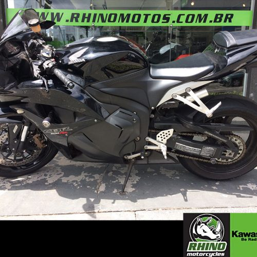 honda-cbr-600-rr-abs-2010-pretas4